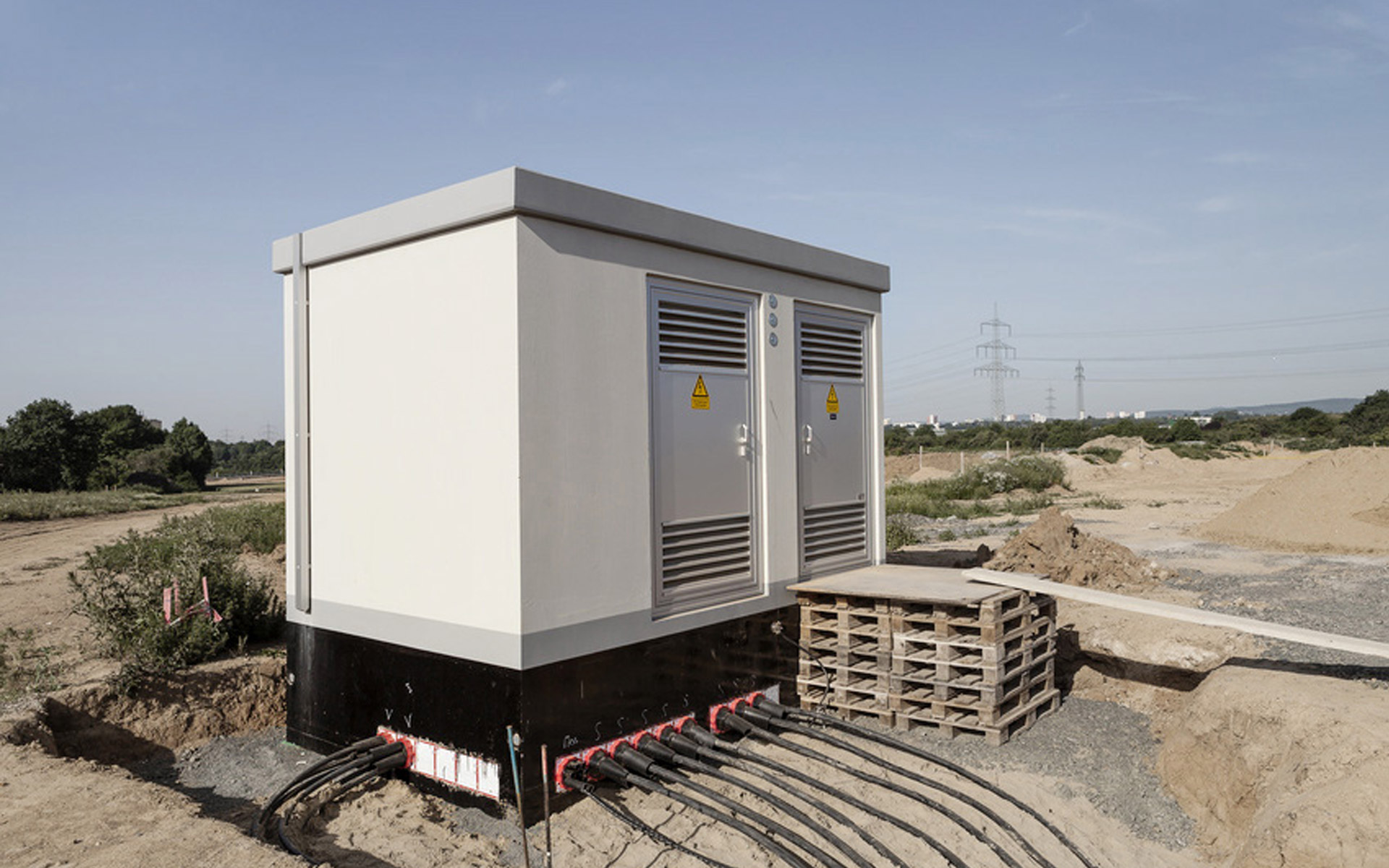 Housings for outdoor power distributors